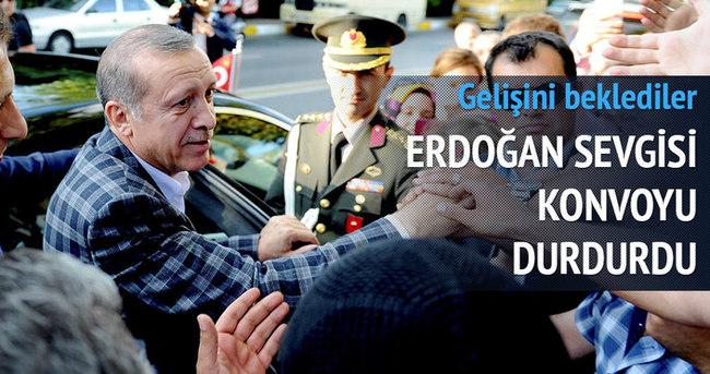 Erdoğan sevgisi konvoyu durdurttu