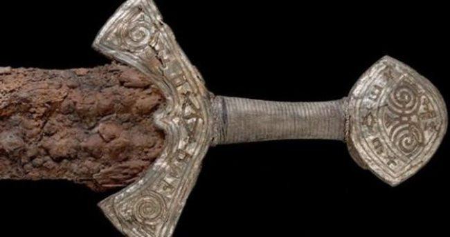 1000 yıllık Viking kılıcı bulundu