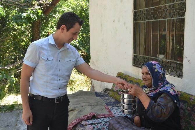 Kocasinan Kaymakamlığı Ramazan Ayında 69 Yaşlının Evine Yemek Götürdü