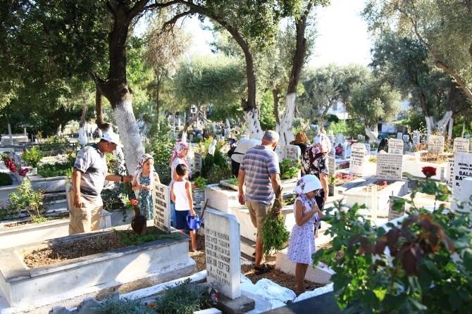 Bodrum Mezarlıklarında Bayram Yoğunluğu