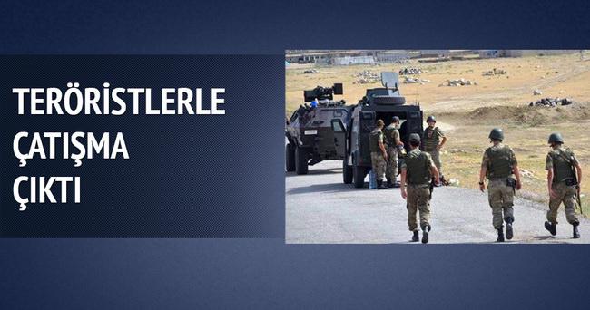 Ağrı'da teröristler askerlerle çatıştı
