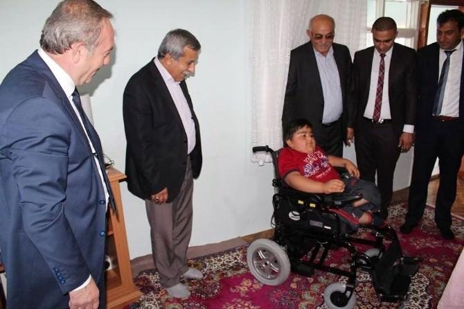 Başkan Şahiner'den, İki Engelliye Bayram Hediyesi