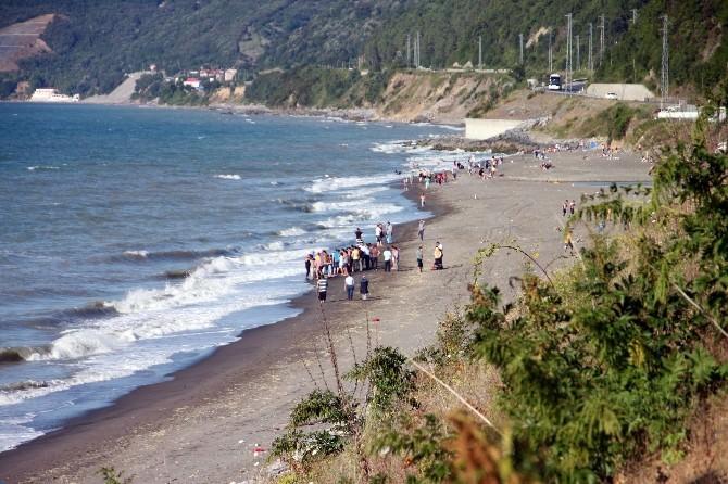 Serinlemek İçin Denize Giren Genç Boğularak Hayatını Kaybetti