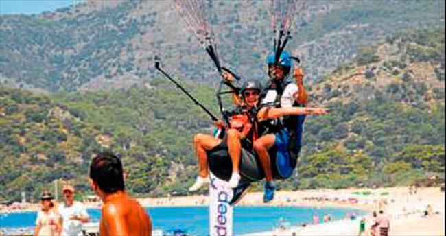 Türk turistlerin paraşüt ilgisi arttı