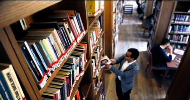 Bayar'ın kızı 20 bin kitabını bağışladı