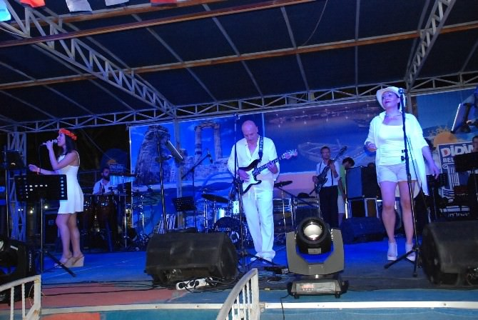 Didim Belediyesi Akbük'te Konser Düzenledi