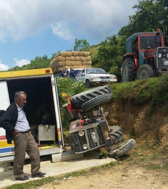 Traktör Şarampole Yuvarlandı: 3 Yaralı