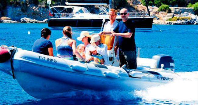 Tansu Çiller tatilde torunlarıyla birlikte