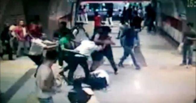 Metro kavgasının görüntüleri çıktı!