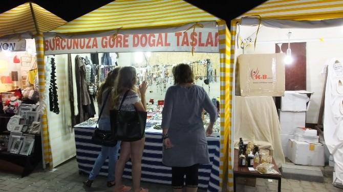Burhaniye'de Gece Pazarı El Emeği Ürünleri Değerlendirdi