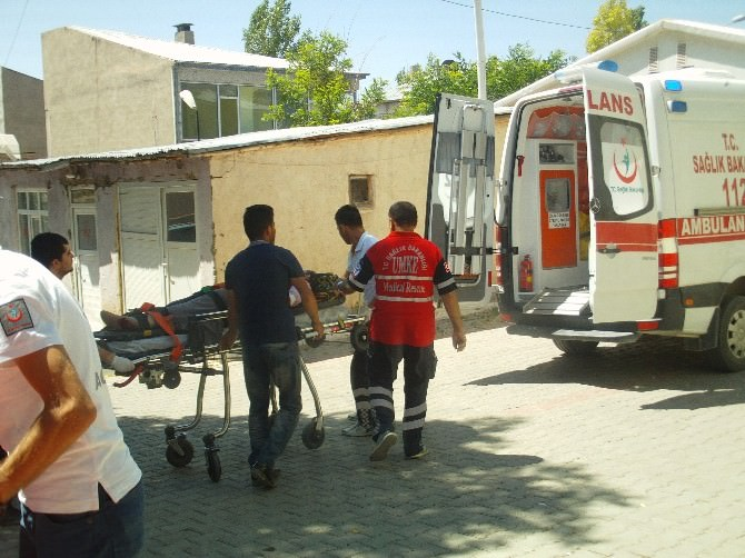 Özalp'ta Trafik Kazası: 5 Yaralı