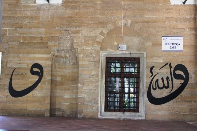 Rüstem Paşa Camii 469 Yıldır Ayakta
