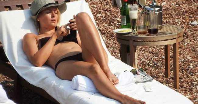 Maria Sharapova tatilde bol bol güneşlendi