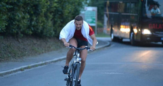 Ne yaptın Podolski!
