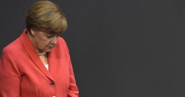 Merkel'den Davutoğlu'na Suruç taziyesi