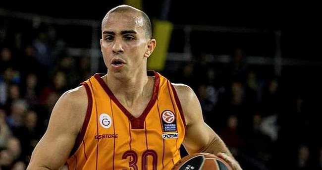 Carlos Arroyo, Barcelona ile anlaştı