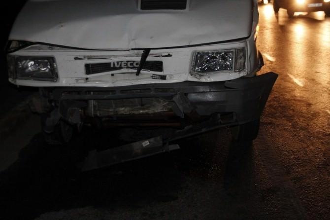 Akhisar Şehir Garajı Önünde Kaza: 5 Yaralı