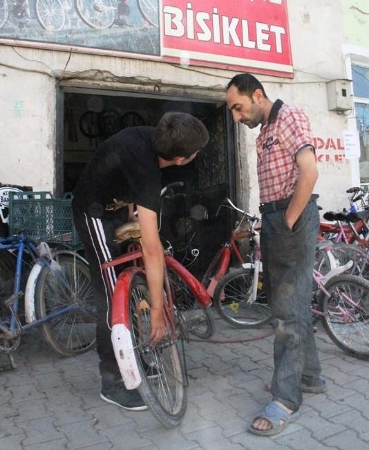 Bisiklet Tamircileri Sıkıntılı