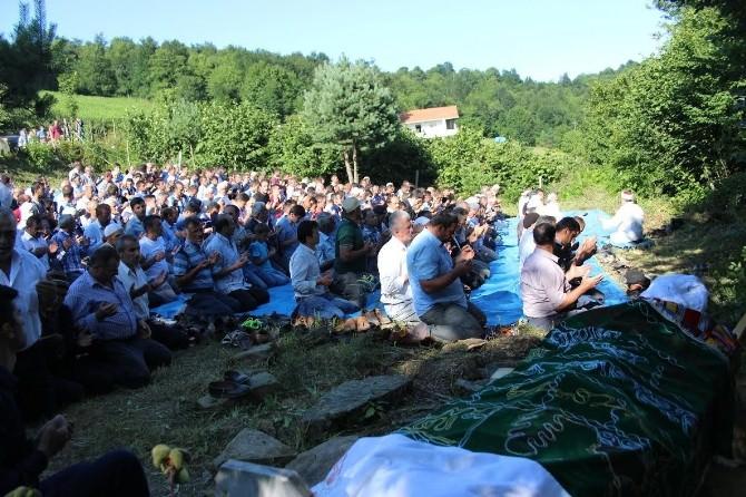 Konya'da Boğulan 3 Kişi Samsun'da Toprağa Verildi