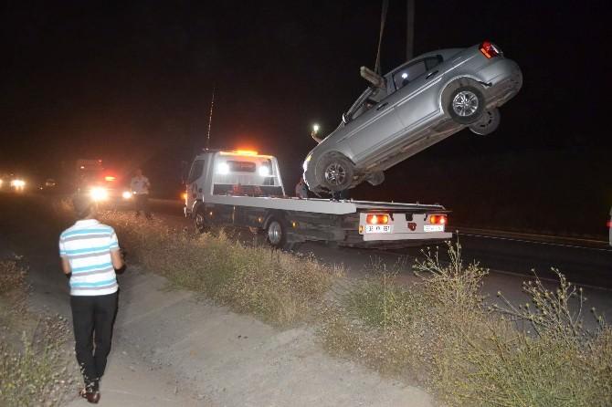 Direksiyon Hakimiyeti Kaybolan Otomobil Yoldan Çıktı