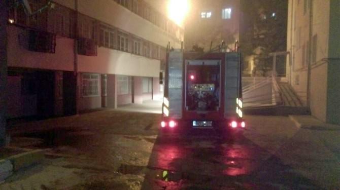 Diyarbakır'da Okula Bombalı Ve Molotoflu Saldırı