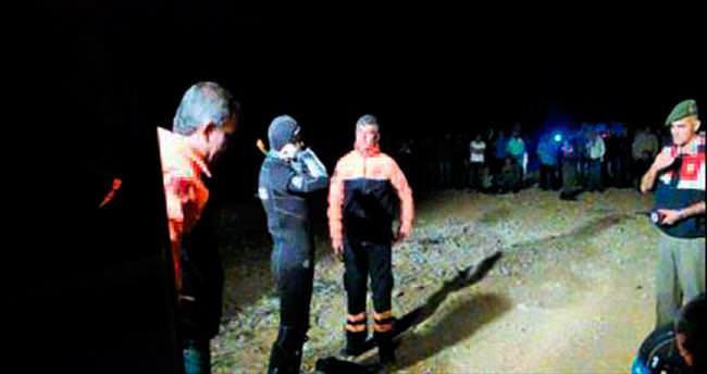 Serinlemek için göle giren üç genç boğuldu
