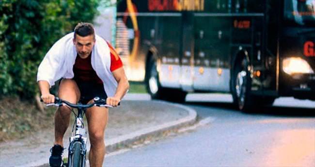 Poldi otobüsü solladı