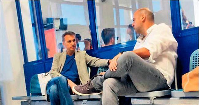 Havaalanında futbol sohbeti