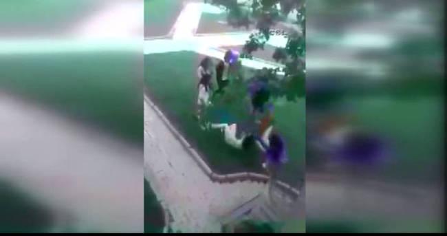 Kızlar kavga etti erkekeler çekti