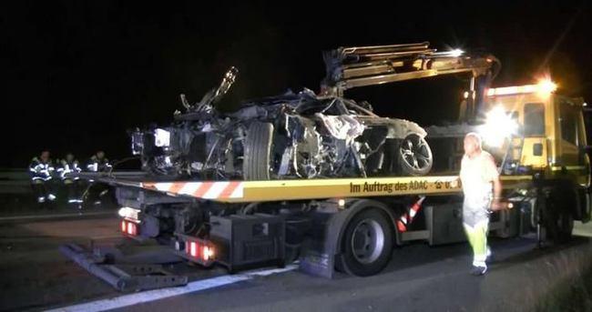 240'la giden dede McLaren ile kaza yaptı!