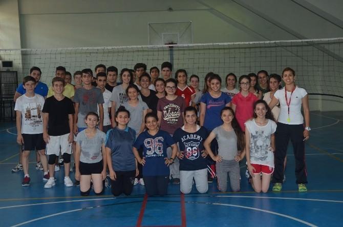 Voleybol İl Spor Merkezine 600 Sporcu Katılıyor