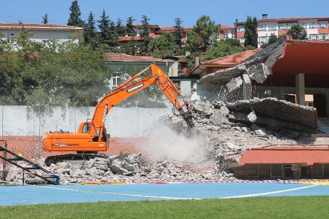 67 Yıllık Stadın Yıkımı Sürüyor