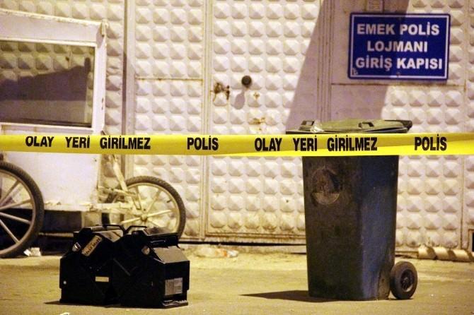 Polis Karakolunun Önünde Bomba Paniği