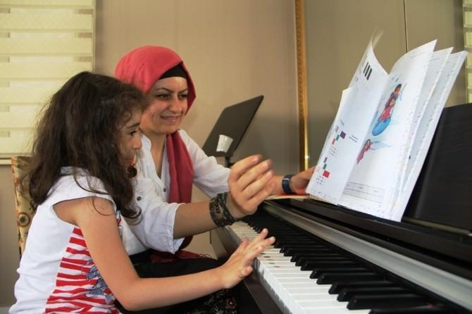 Kumbara Eğitim Kültür Ve Sanat Merkezi Yaz Okulu Dolu Dolu Geçiyor