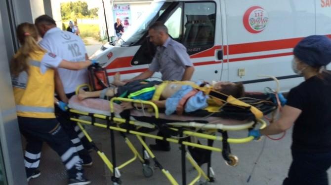 Motosiklet Kamyonete Çarptı: 2 Yaralı