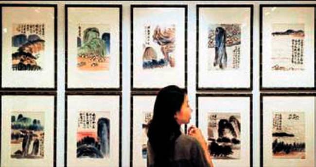 Müzede 140 tabloyu sahtesiyle değiştirdi