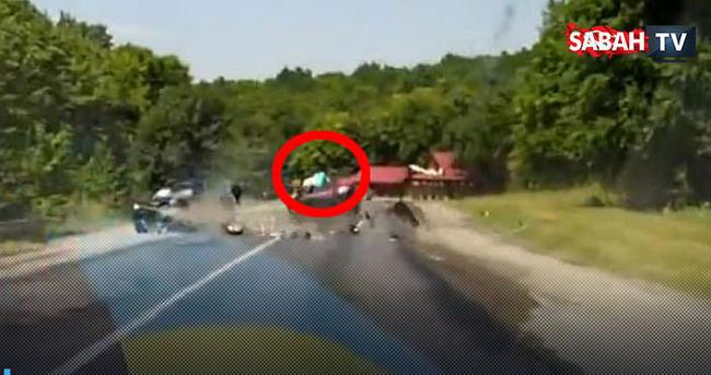 Dehşet trafik kazasında kadın arabadan böyle uçtu