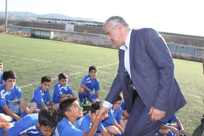 7. Geleneksel Yaz Futbol Okulu Açıldı
