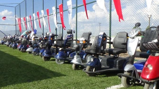Erzurum'da 113 Engelliye Akülü Araç İlahi Müzik Eşliğinde Dağıtıldı