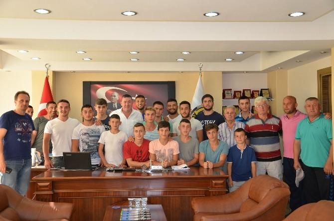 Alaplı Belediye Başkanı Tekin Güreşçileri Kırkpınar'a Uğurladı