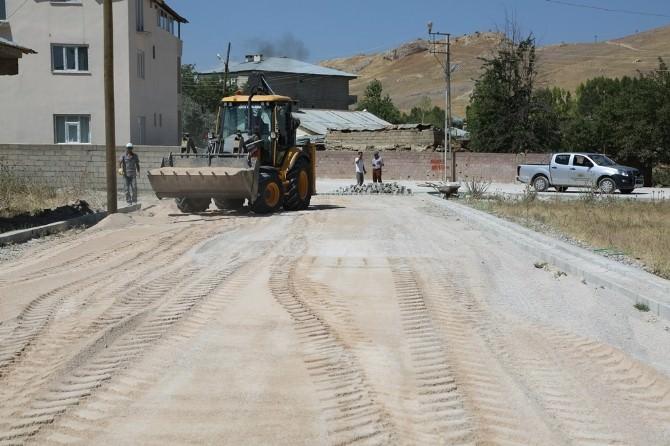 İpekyolu Belediyesi'nden Yol Yapım Çalışması