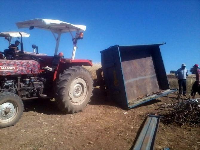Traktörün Römorku Yan Yattı: 12 Yaralı