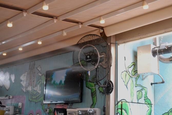 Kafe İşletmecileri Aşırı Sıcaklardan Kavrulan Müşteriler İçin Soğutma Çalışması Başlattı