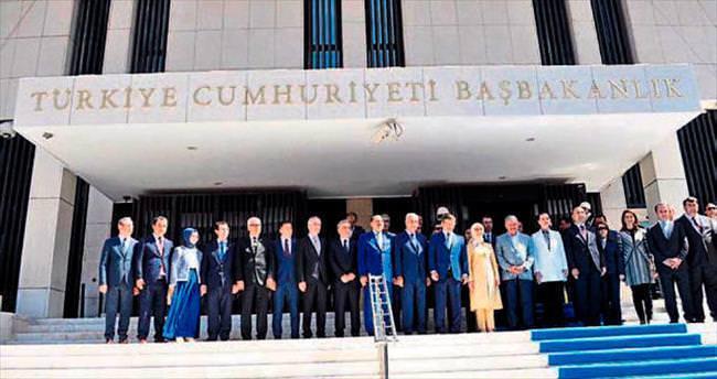 Eroğlu 'İzmir'i topluyor