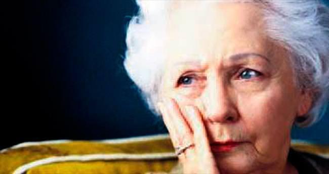 Alzheimer kadınları daha hızlı etkiliyor