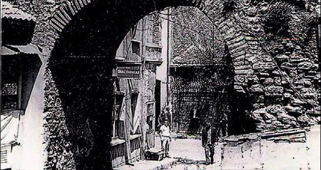 İstanbul'un Sur Kapıları bu kitapta