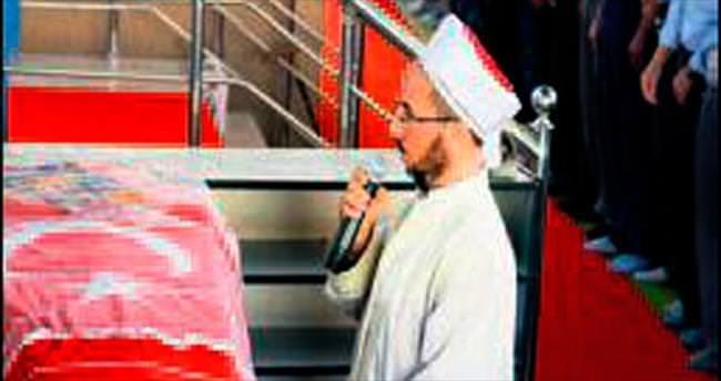 Nuray'a, duvak ve Türk bayraklı veda