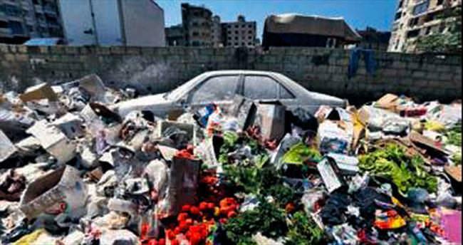 Şirket kapandı, 22 bin ton çöp sokakta kaldı