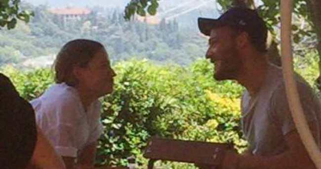 Kerem Bürsin ile Serenay Sarıkaya tatile çıktı