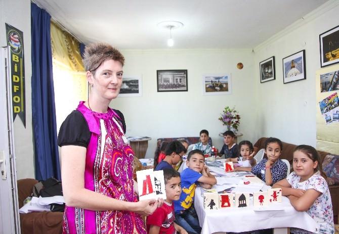 (Özel Haber) Avustralya'dan Gelip Çocuklara Sanat Öğretti